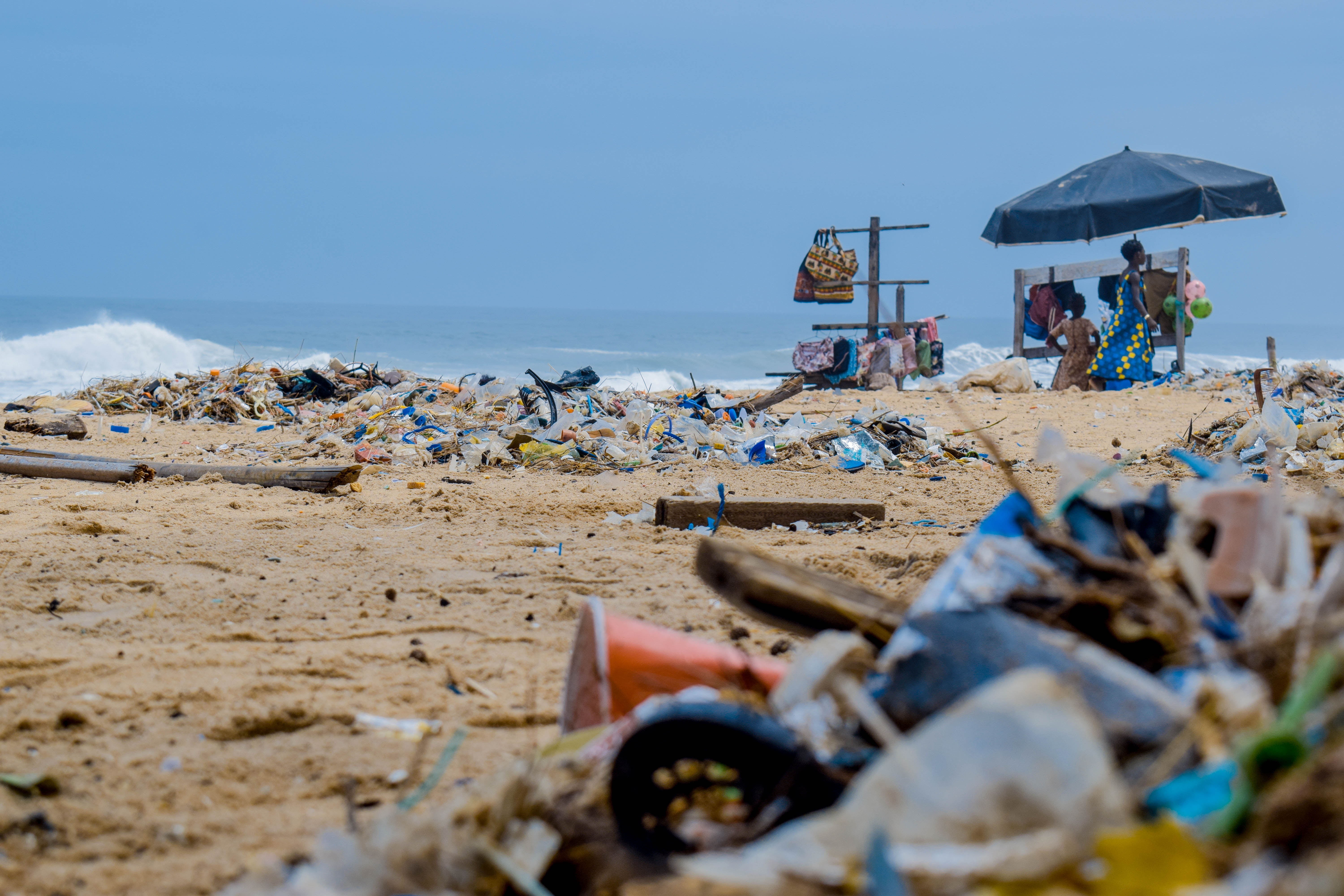 piles-of-garbage-by-the-shore-2827735
